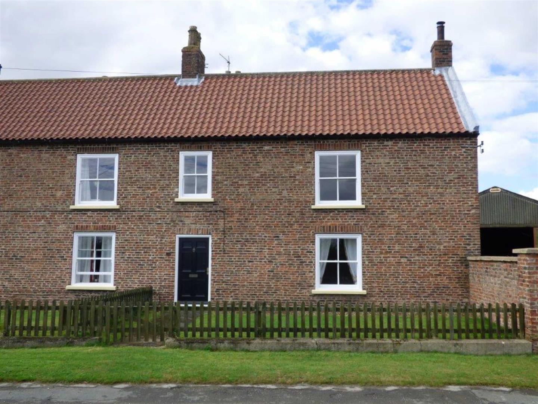 1 Carr Farm House Cottage, Main Road, Flinton, 1, HU11 4NG